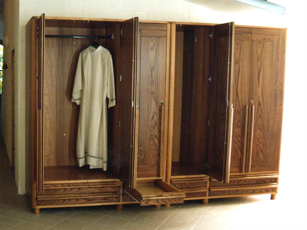 Mobile sacrestia c mobili ed armadi sacrestia per chiesa for Mobili stile moderno