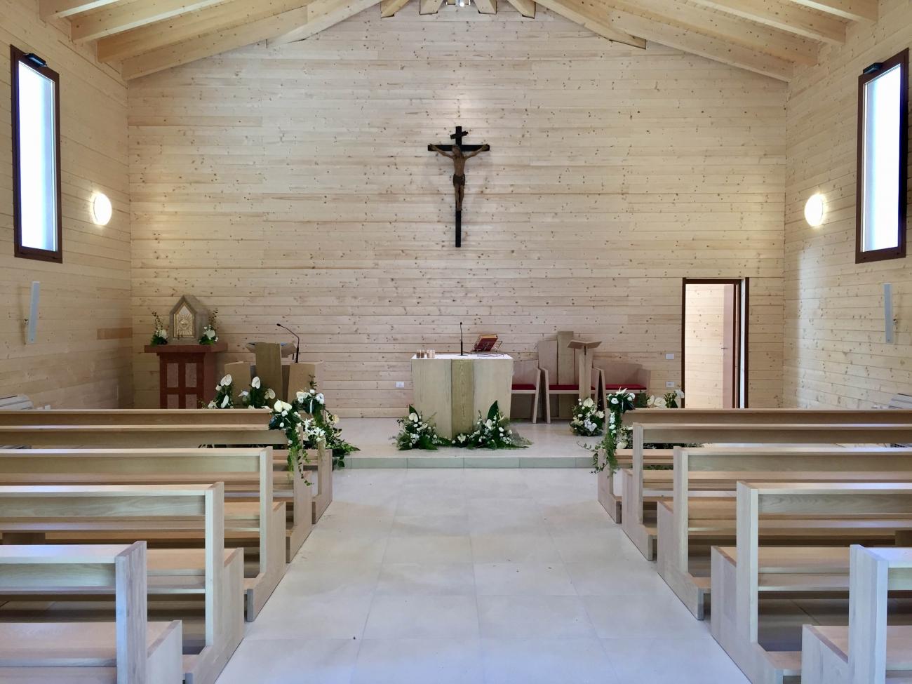 Arredamento completo presbiterio presbiterio per chiesa for Arredamento completo moderno