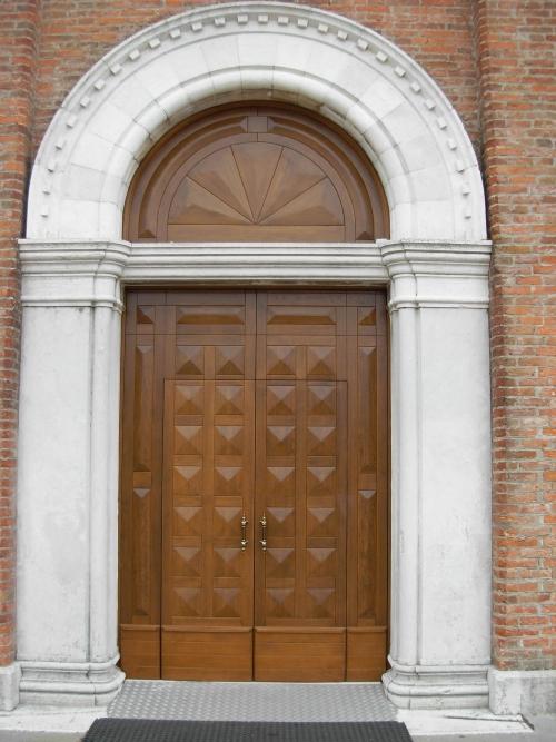 Porte e bussole da chiesa in stile classico porte e for Portale arredamento